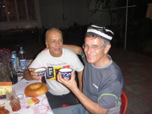 Jamkhur just gave Anthony this superb gift - after another wonderful evening and delicious dinner of home made saussage rolls  (the absolute best ever), home made fruit juice, delicious plov (a type of Uzbek pilaf), home made fortified wine, vodka, homegrown fruit, home home made fruit juice bread.