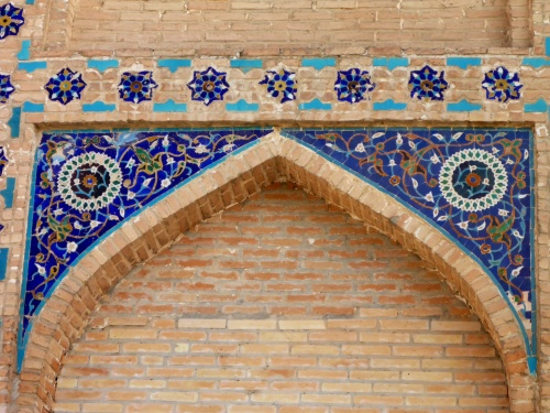 The tiles on the right are 18 years old, the ones on the left 600 years old - and which are the brightest?!  Amir Temur Mausoleum, Samarkand, Uzbekistan