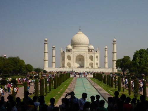 The Taj Mahal with 100,000 visitors