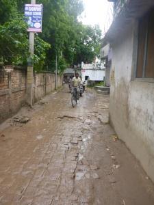 Cemetry lane, Varanasi where Anne dropped her bike