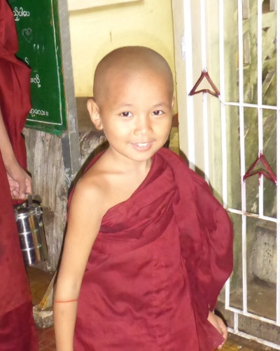 Younk monk, Yangon