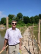 Anthony traversant la rivière Nam Khan á Luang Prabang, Laos
