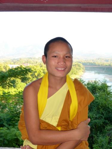 Moine novice Nowisput au Mont Phu Si, à  Luang Prabang, Laos
