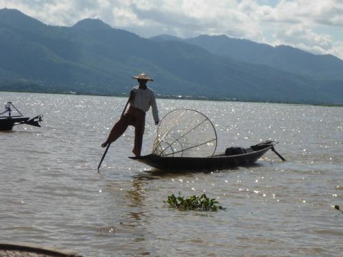 Ingenious one legged rowing used by fishermen on Inle Lake, Myanmar