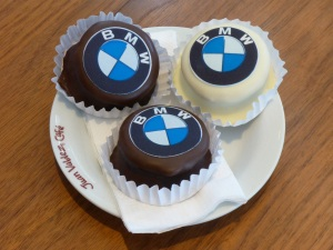 Free cakes at BMW Santiago!