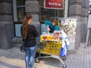 We love these types of creative businesses - fresh juice on the go - Santiago