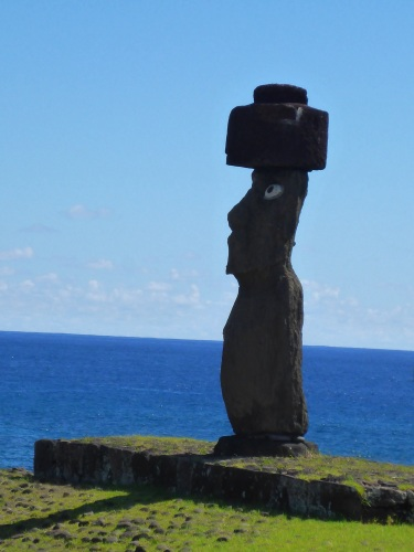 Vai Uri Moai (the eyes are not original)