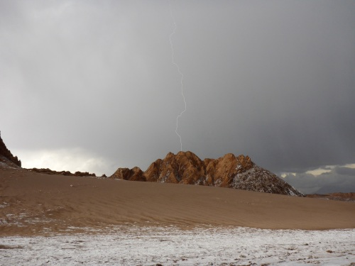 Great thunder and lightning show in the Valle de la Luna - salt in the foreground