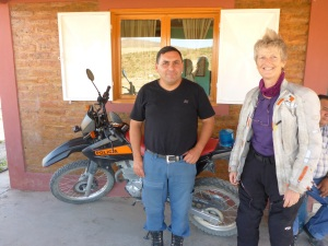 Anne spent 2 hours chatting with this policeman at his post 40kms out of Zapala waiting for Anthony to return with fuel