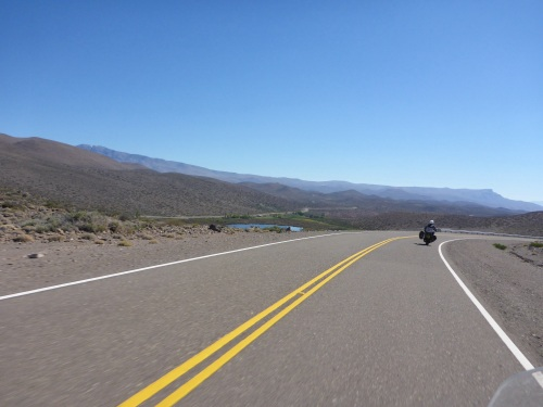 Ruta 40 towards San Raphael is a fabulous riding road - why so few people and no bikes??