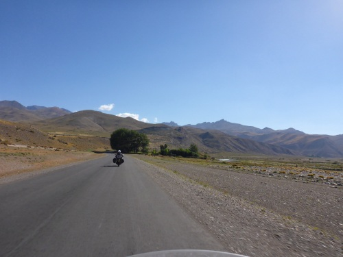 Riding up to Paso Pehuenche, the scenery changes at every corner