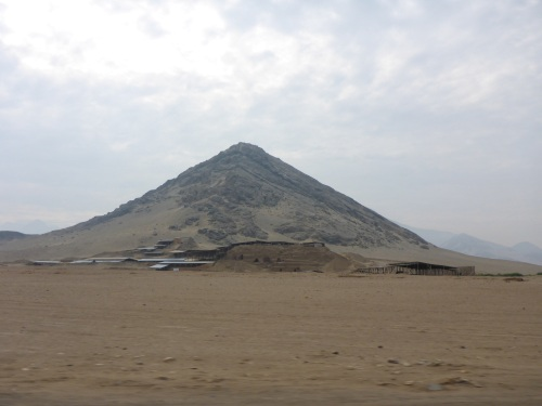Huaca de la Luna in front of the white mountain
