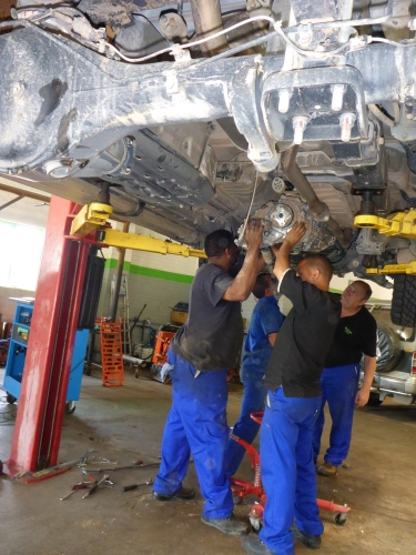 Udo staff removing our gear box to get to the clutch